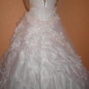 Продам свадебное платье,  б/у,  белого цвета